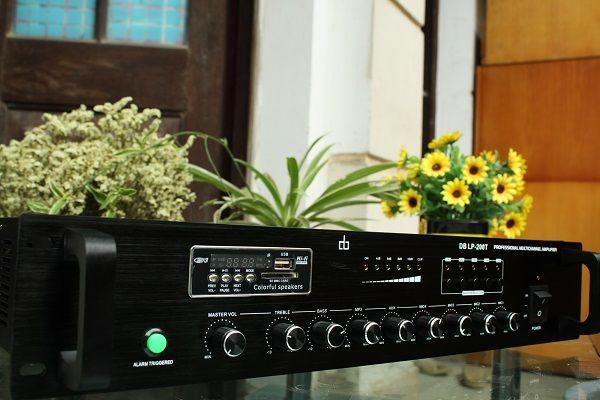 Mặt trước AMPLY DB LP-100T chia 5 vùng công suất 100W