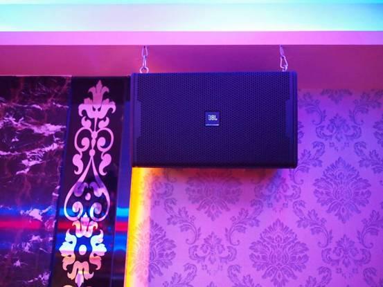 Loa JBL KP 4012 trong phòng karaoke